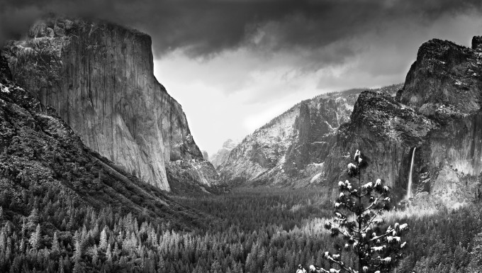 An snow dusted spring day in Yosemite Valley, Yosemite National Park, California, USA